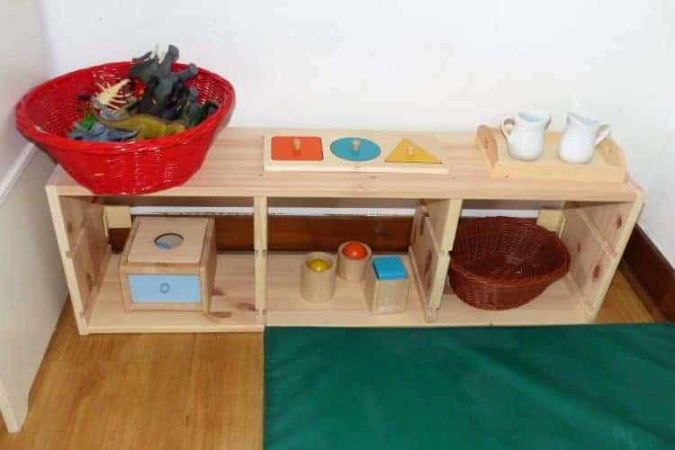 Etagère de nido avec rotation des jouets