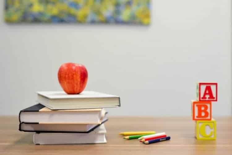 coschooling, mêlé l'apprentissage aux jeux
