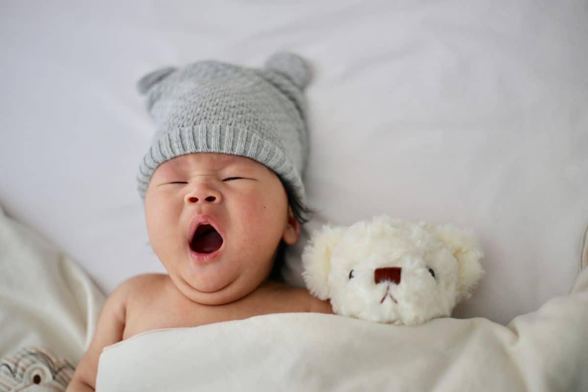 le mobile de bébé doit être installé dans le coin éveil et non nuit