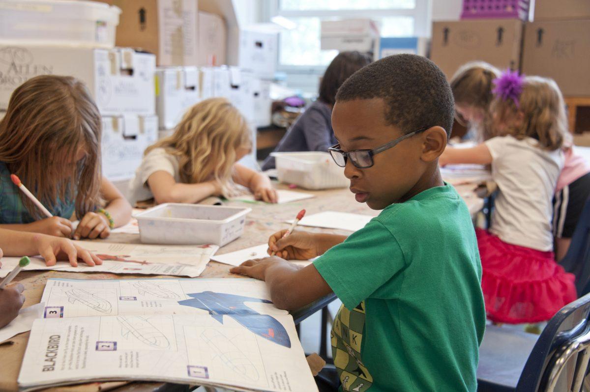 La pédagogie Montessori aide les enfants introvertis à se concentrer plus facilement