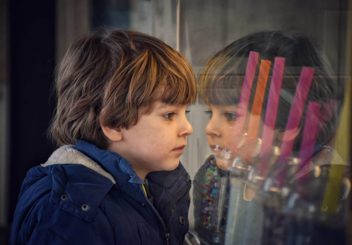 L'enfant a besoin d'un cadre pour grandir et le non doit quelques fois être dit pour son développement.