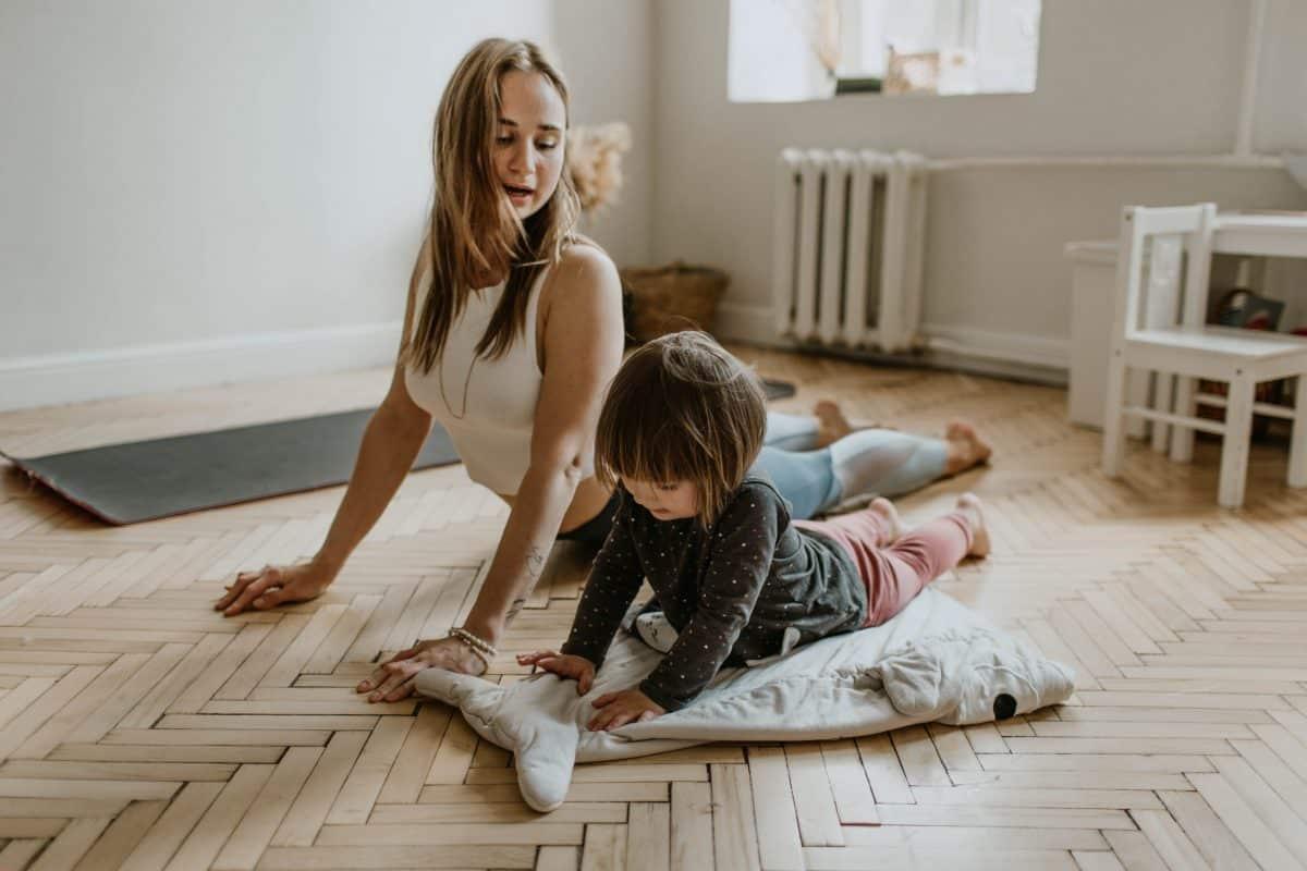 le yoga aide l'enfant à contrôler ses crises pendant le terrible two