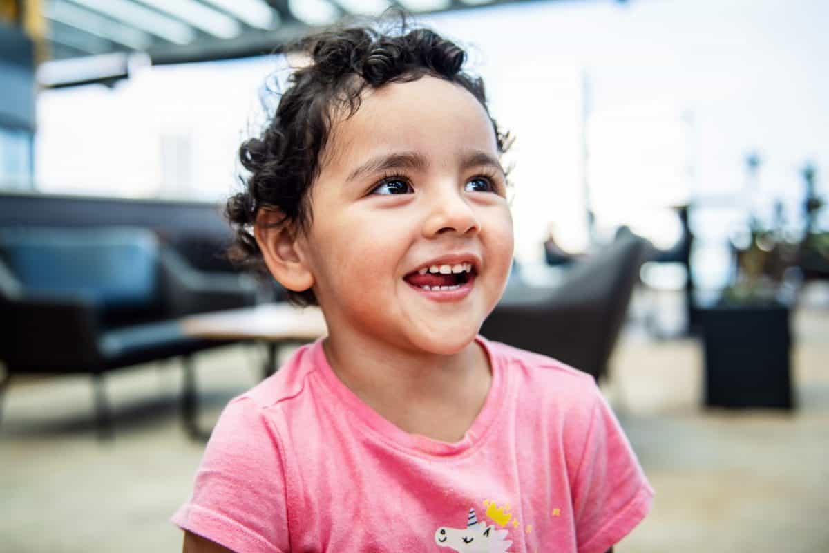 Parfois quand on dit non, les enfants rient et on l'impression qu'ils font ça pour nous faire réagir.