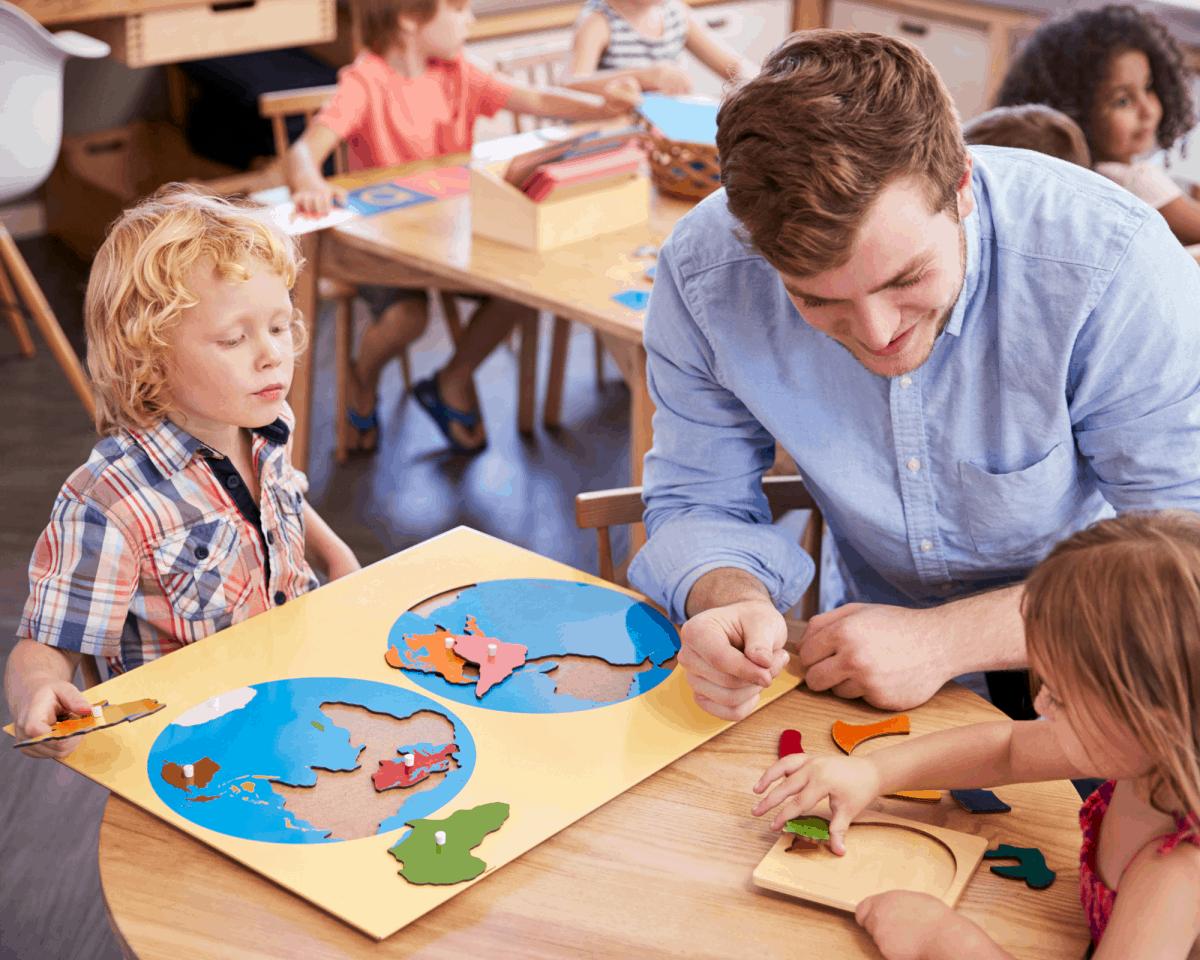 La présentation du matériel un moment important pour la pédagogie Montessori - décalogue Montessori
