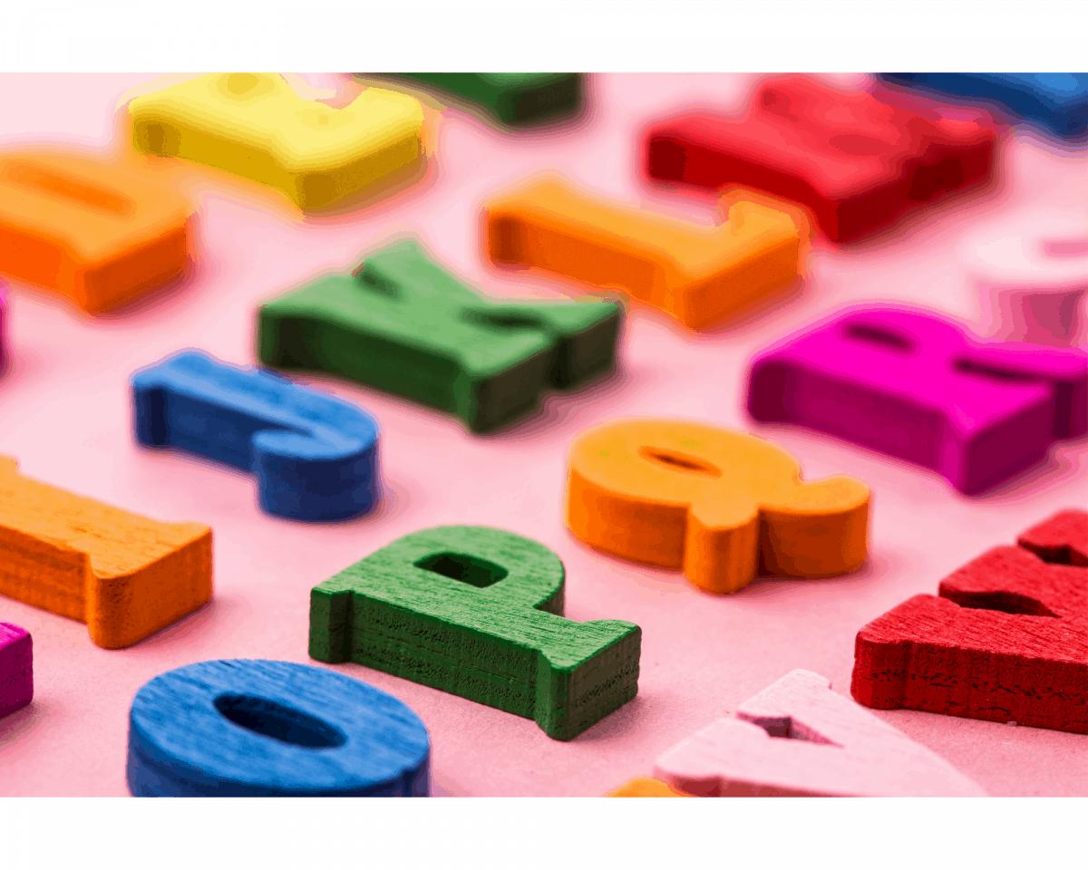 L'expression personnelle est encouragée dans les ateliers de langage Montessori