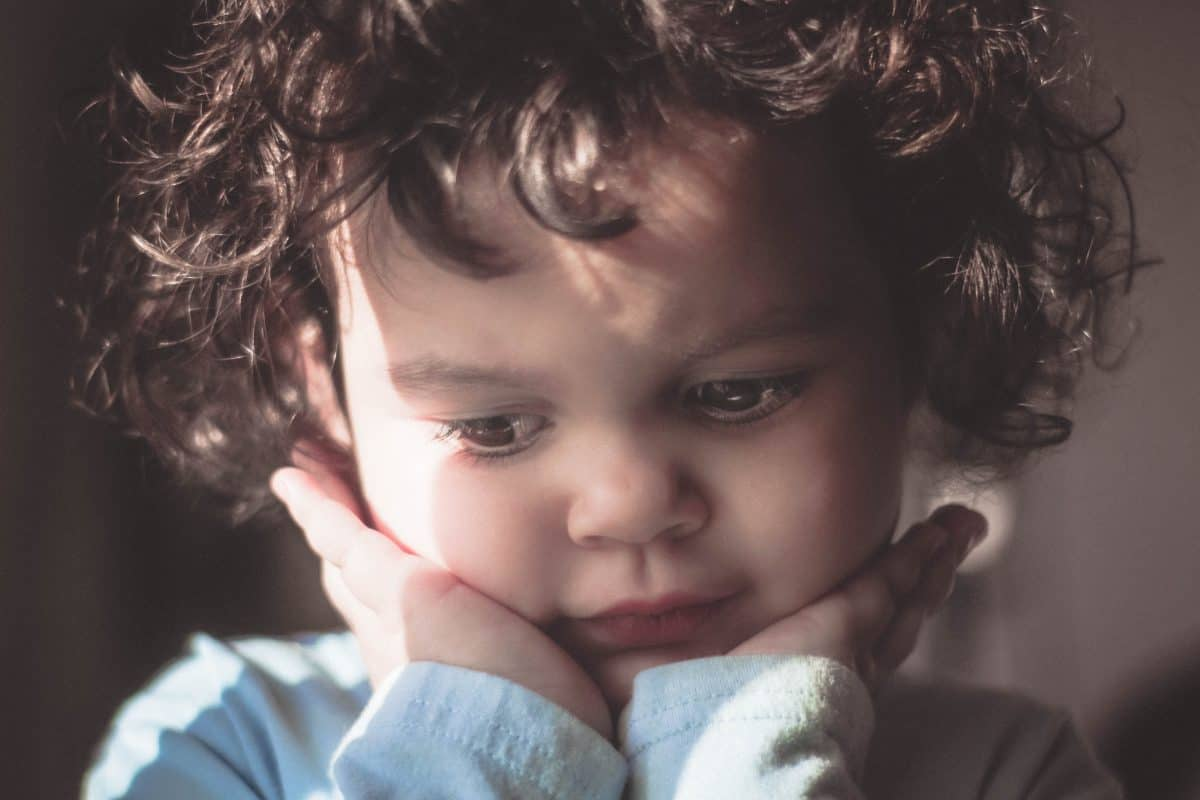 Stopper les gestes de violences et dire non à l'enfant - l'un des 10 commandements de la pédagogie Montessori